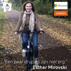 Esther Mirovski op de fiets